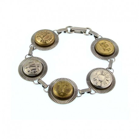 Bracelet with buttons