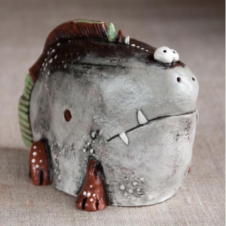 Pesce Stupida Figurina in Ceramica